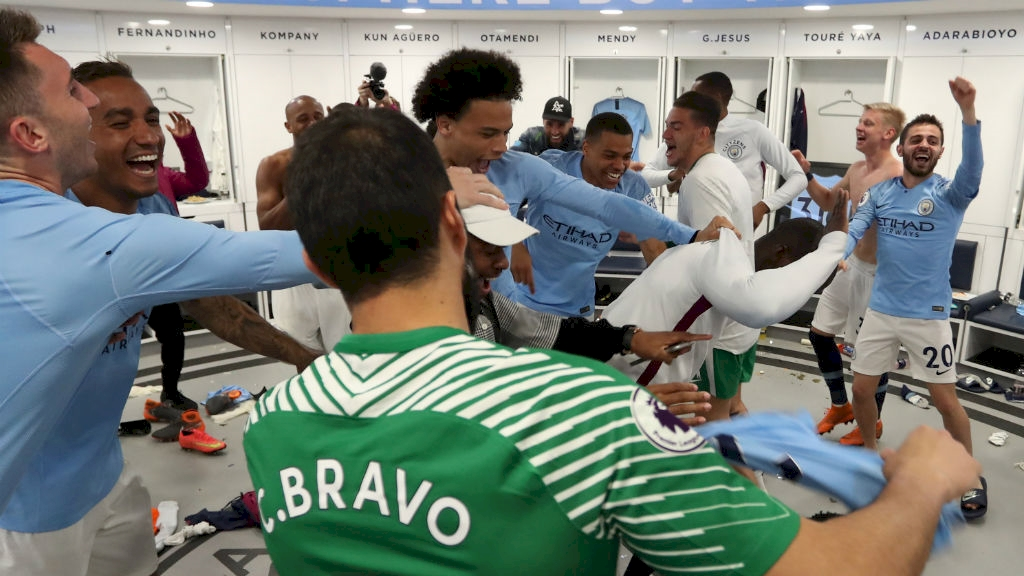 yaya_farewell_dressing_room