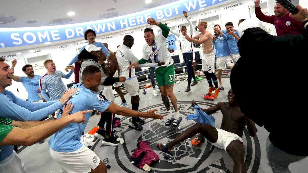 yaya_farewell_dressing_room_etihad