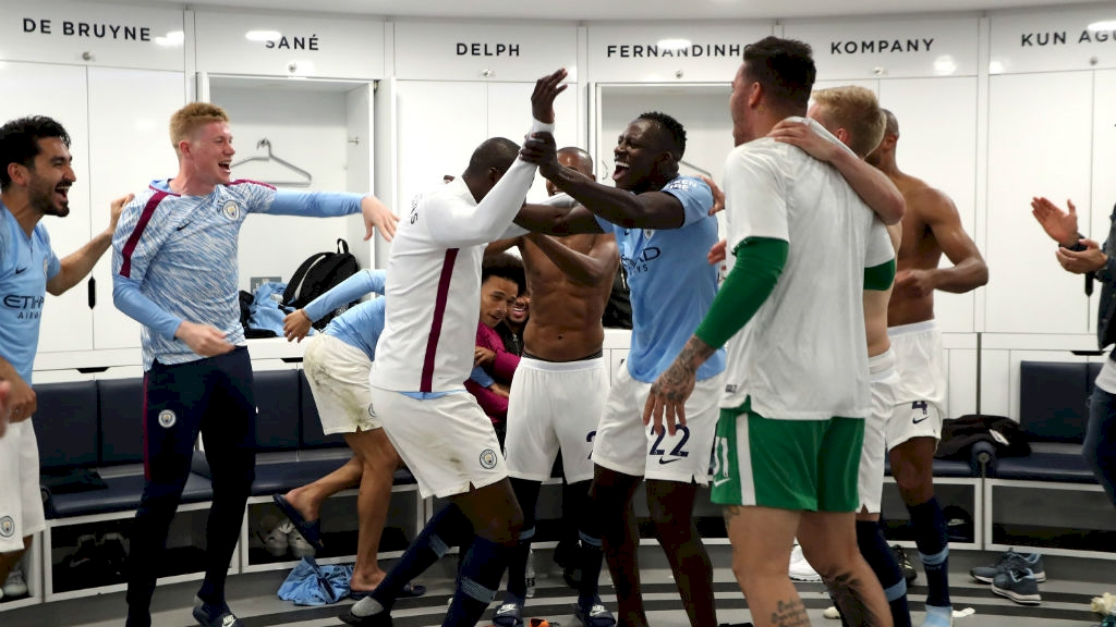 yaya_farewell_dressing_room_etihad_stadium