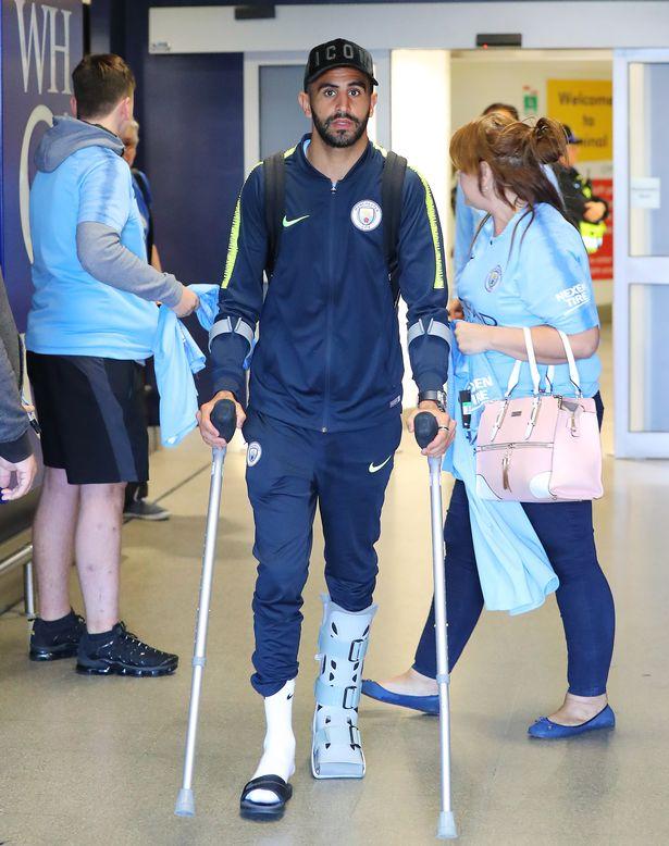 riyad-mahrez-manchester-airport-crutches